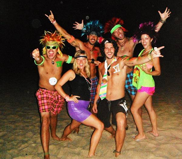 How to survive Thailands full moon party.jpg
