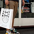 adaymag-30-of-the-most-creative-shopping-bag-designs-ever-05.jpg
