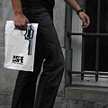 adaymag-30-of-the-most-creative-shopping-bag-designs-ever-08.jpg