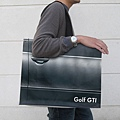 adaymag-30-of-the-most-creative-shopping-bag-designs-ever-11.jpg