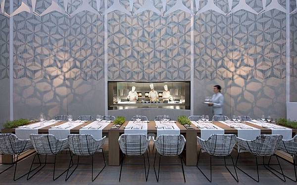 Mandarin+Oriental+Barcelona+Moments+restaurant.jpg