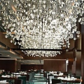 modern-retro-crystal-chandeliers-restaurant-the-mira-hong-kong.jpg