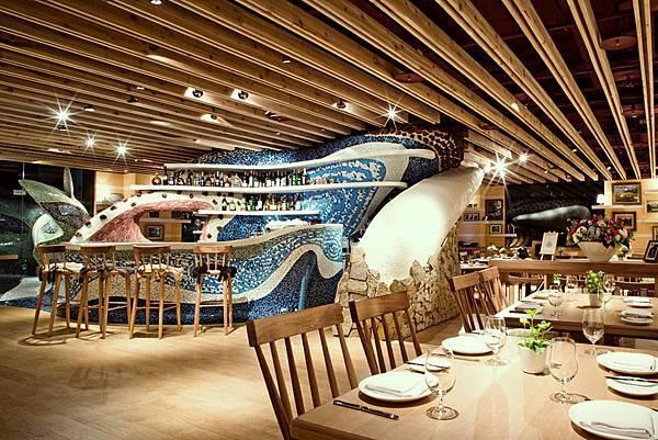 Unique-restaurant-interior-design-with-bar.jpg