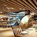 Unique-restaurant-interior-design-with-bar.jpg