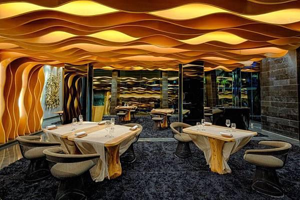 Iniala-Beach-House-Interiors-dining-room.jpg