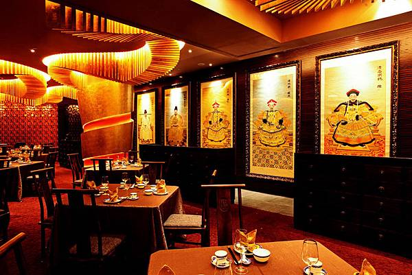 Luxury-modern-chinese-restaurant-interior-idea-with-beautiful-panting.jpg