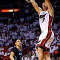 Goran+Dragic+Charlotte+Hornets+v+Miami+Heat+Jvw35pl40Dvx.jpg