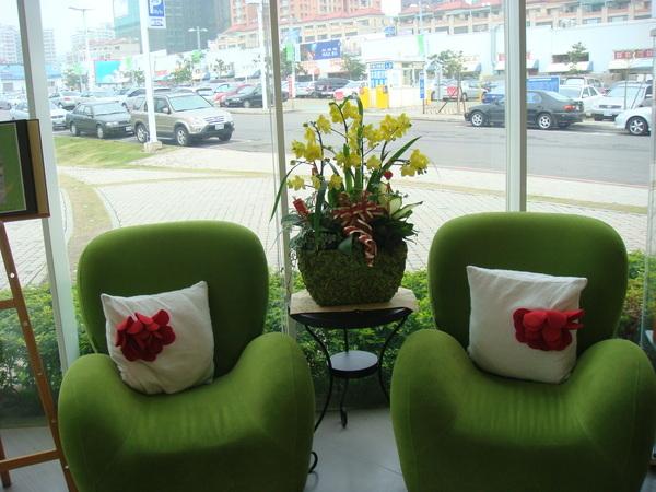 入口處美麗的綠色沙發