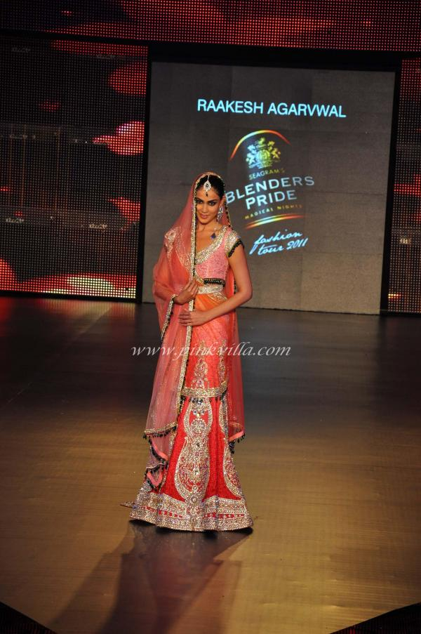 Genelia Dsouza showcasing the collection of Rakesh Agarwal during Blenders Pride Fashion Tour in city.JPG