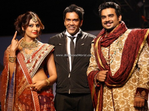 Bipasha-Basu-and-Madhavan-on-ramp-0001-475x355