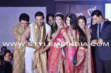 Cast-of-Housefull-2-do-fashion-show-17