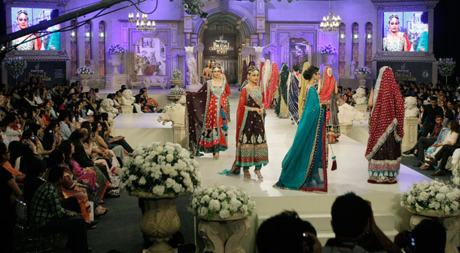 4bridal-couture-week-karachi-ap-670