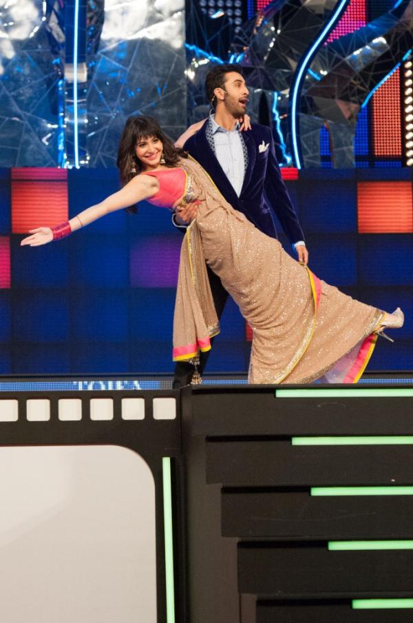 Anushka and Ranbir Kapoor at TOIFA 2013