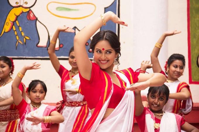 sonakshi-sinha-in-a-still-from-film-bullet-raja_138062404800
