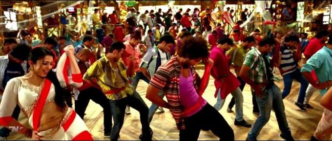 charmy-kaur-dances-with-shahid-kapoor-still-from-film-r-rajkumar_138250985420