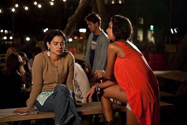 kangna-ranaut-lisa-haydon-still-from-film-queen_1388647010110
