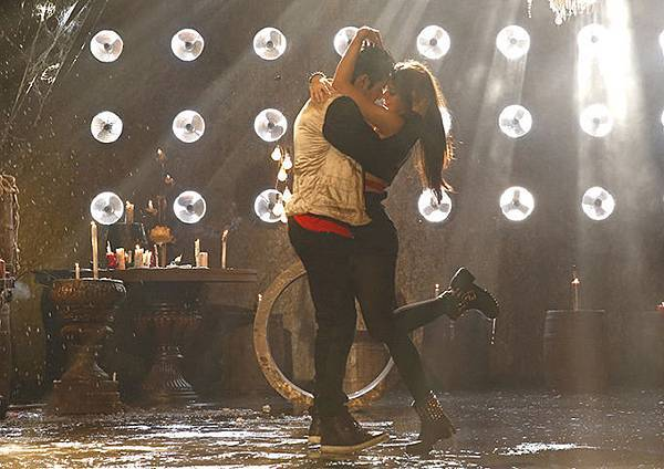 varun-dhawan-ileana-d-cruz-still-from-main-tera-hero_139358700370