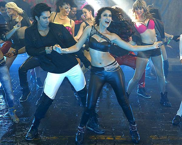 varun-dhawan-ileana-d-cruz-still-from-main-tera-hero_1393587003120