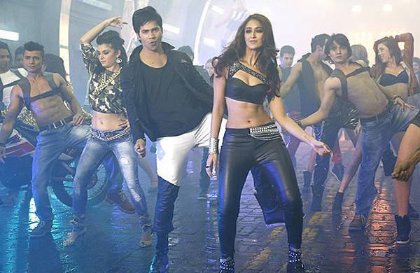 varun-dhawan-ileana-d-cruz-still-from-main-tera-hero_139358700390