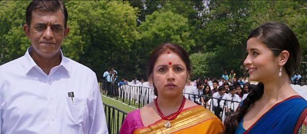 revathy-alia-bhatt-still-from-film-2-states_139357404870