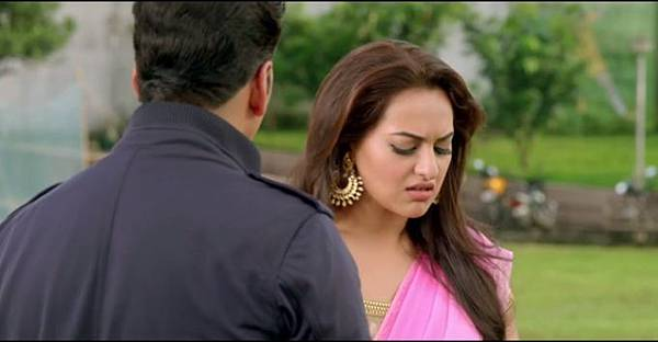akshay-kumar-sonakshi-sinha-still-from-film-holiday_139219863730