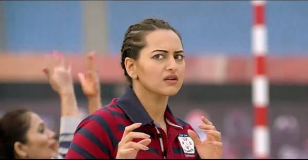 sonakshi-sinha-still-from-film-holiday_139219863740