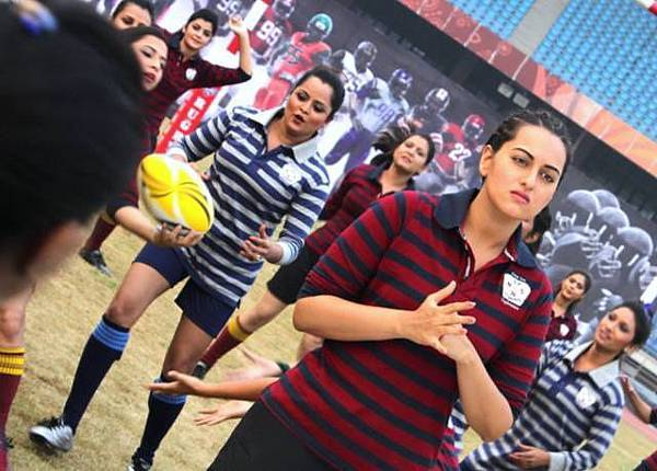 sonakshi-sinha-still-from-holiday_139842397140