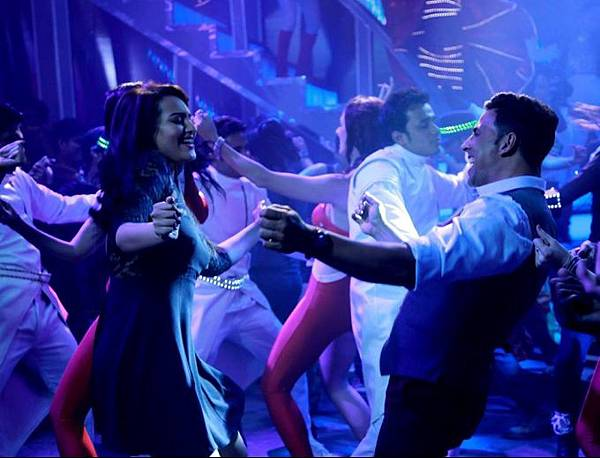 akshay-kumar-sonakshi-sinha-still-from-blame-night_139929113510