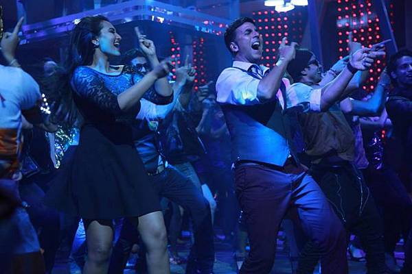 akshay-kumar-sonakshi-sinha-still-from-blame-night_139929113540