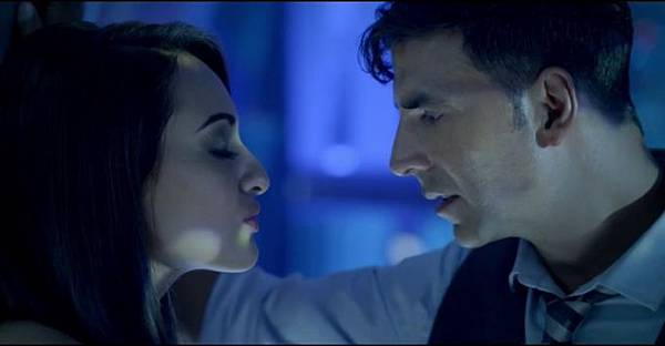 akshay-kumar-sonakshi-sinha-still-from-film-holiday_1392198637170