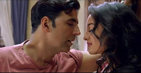 akshay-kumar-sonakshi-sinha-still-from-film-holiday_1392198637190