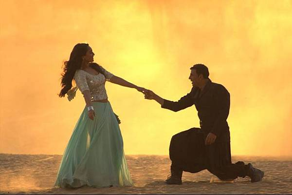 sonakshi-sinha-akshay-kumar-still-from-holiday_139842397180