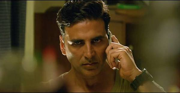 akshay-kumar-still-from-film-holiday_1392198637150