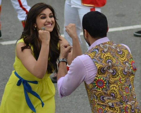 parineeti-chopra-aditya-roy-kapoor-on-sets-of-film-daawat-e-ishq-song-shoot_13940047844