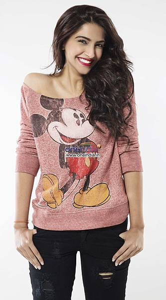 sonam-kapoor-photoshoot-still-from-film-khoobsurat_139753385210