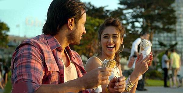 3zy5k800g0fpsi6b.D.0.Ileana-DCruz-Saif-Ali-Khan-Happy-Ending-Movie-Photo