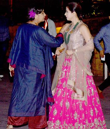 Shabani Azmi與阿姨Matondkar snapped