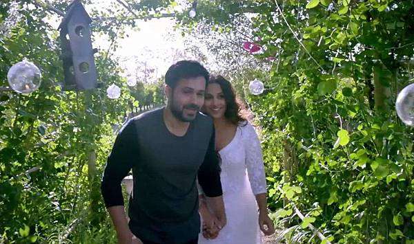 emraan-hashmi-in-hamari-adhuri-kahani-movie-10