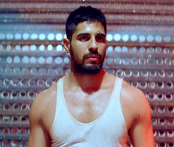 sidharth-malhotra-in-brothers_143392765930