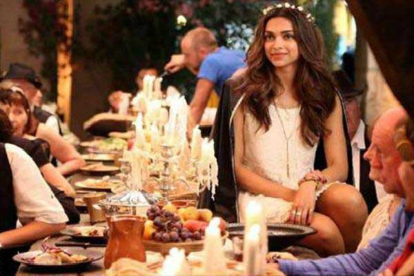 tamasha-2014-stills-deepika-padukone-on-dining-table