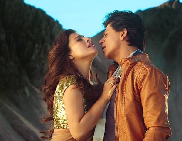 shahrukh-khan-amp;-kajol-in-gerua-song-dilwale_144790595020