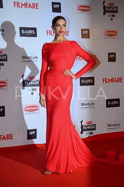 Deepika-Padukone-Filmfare-Awards-2016 (1)