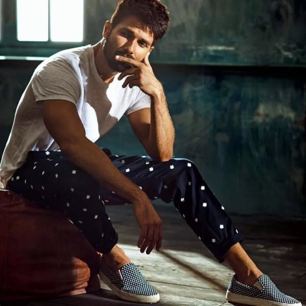 Shahid Kapoor Is Hotness Personified on Filmfare Latest Issue  (4)