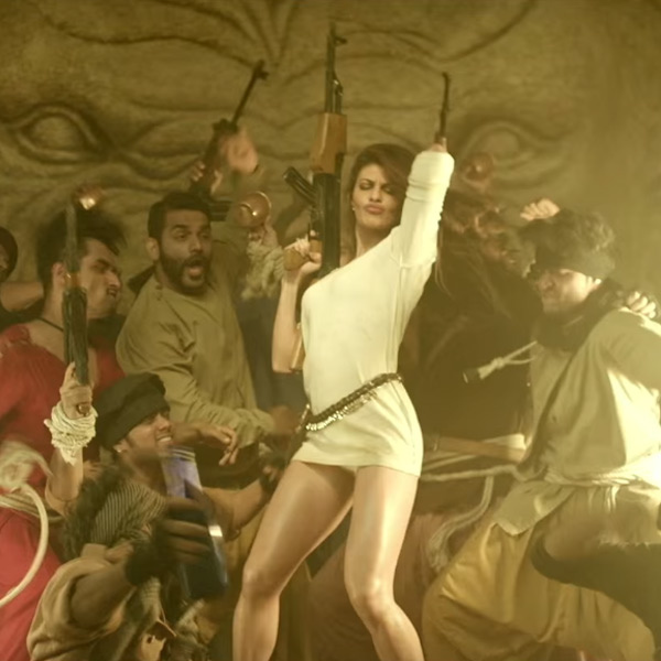 jacqueline-fernandez-dance-moves-in-dishoom_146614286720