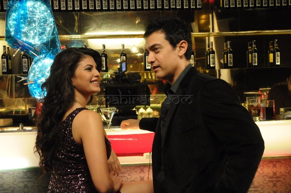 titan-ad-shoot-aamir-khan-and-jacqueline-fernandes-2.jpg