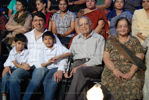 Madhuri_Dixit_Sons_Husband_Parents_3Jan2011.JPG