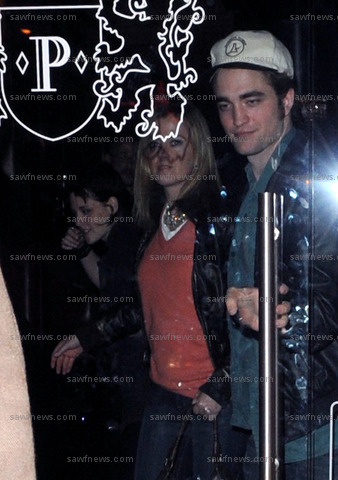 Robert_Pattinson_Kriten_Stewart_4Oct2009.jpg