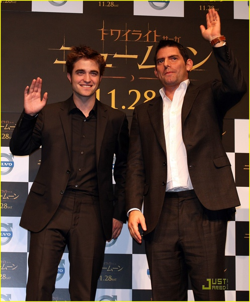 robert-pattinson-chris-weitz-japan-06.jpg