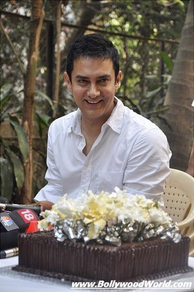 Aamir-Khan-celebrated-his-birthday-003-475x714.jpg