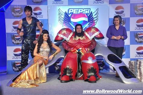 Ranbir-Sanjay-unveil-Pepsi-Game-002-475x318.jpg